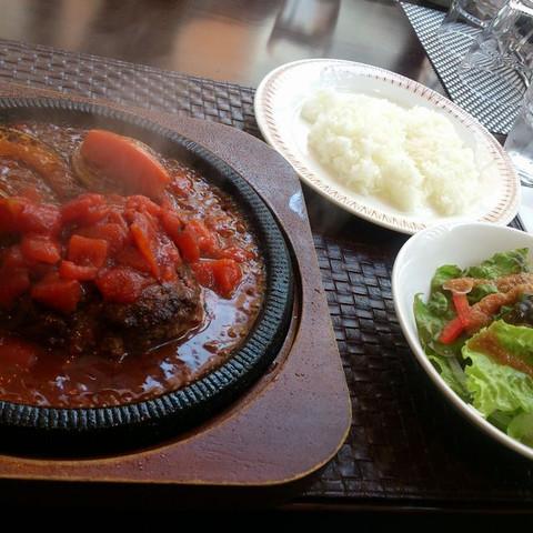 The_salad_and_rice_to_hamburger