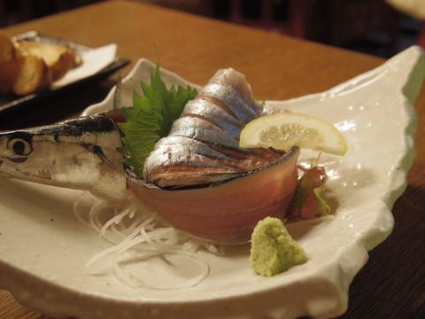 Saury_sashimi_half