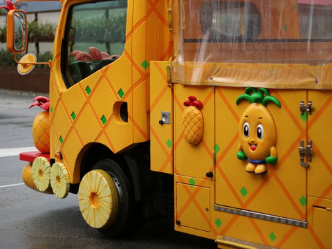 Pineapple_bus