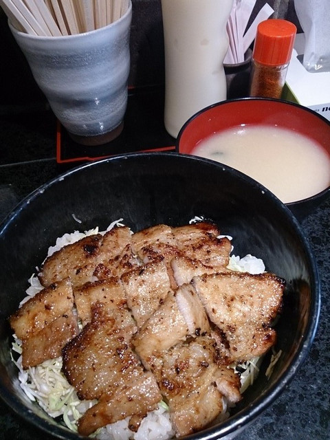 Miso_pork_with_bowl