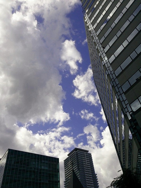 Building_and_a_cloud
