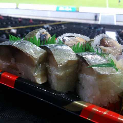 Mackerel_sushi