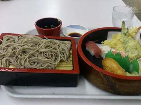 Sushi_soba_set