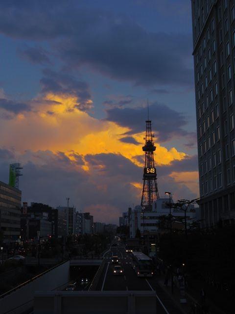 Tv_tower_at_dusk