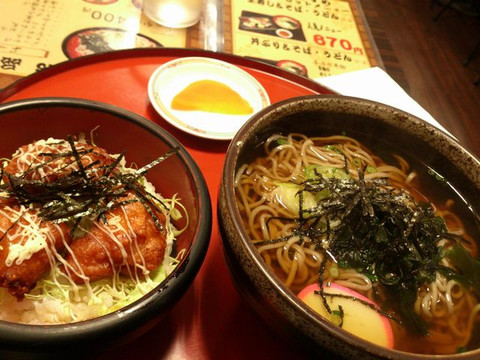 Bowl_and_noodles_set