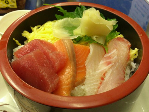 Three_colors_seafood_bowl