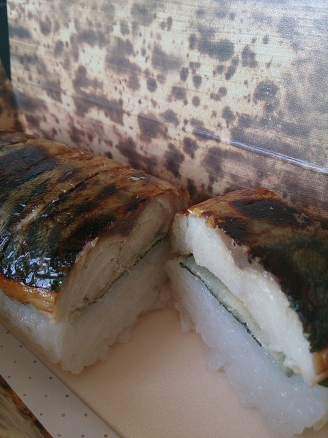 Grilled_mackerel_sushi