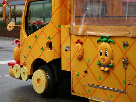 Pineapple_bus