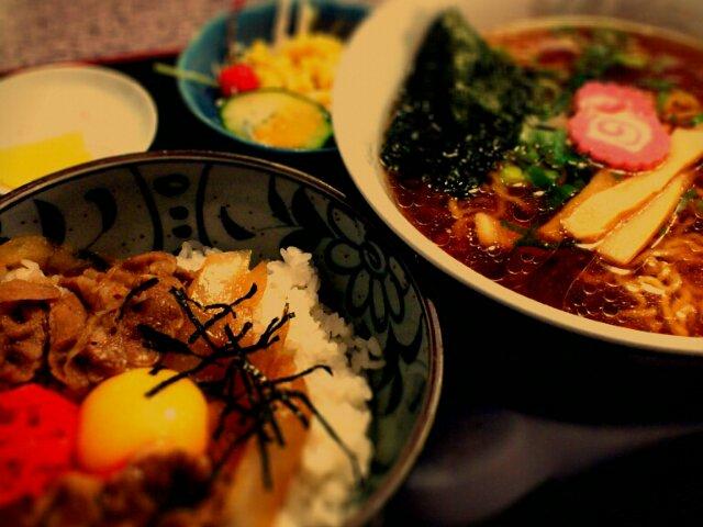 世世世 牛丼・ラーメンセット